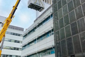 Hutchinson Building at Addenbrookes Hospital Crane Lift
